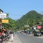 Huvudgatan vid White Sand Beach - Koh Chang